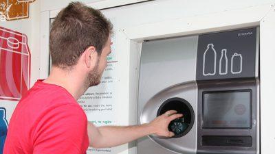 Este es el método que utiliza Noruega para reciclar el 97% de sus botellas de plástico