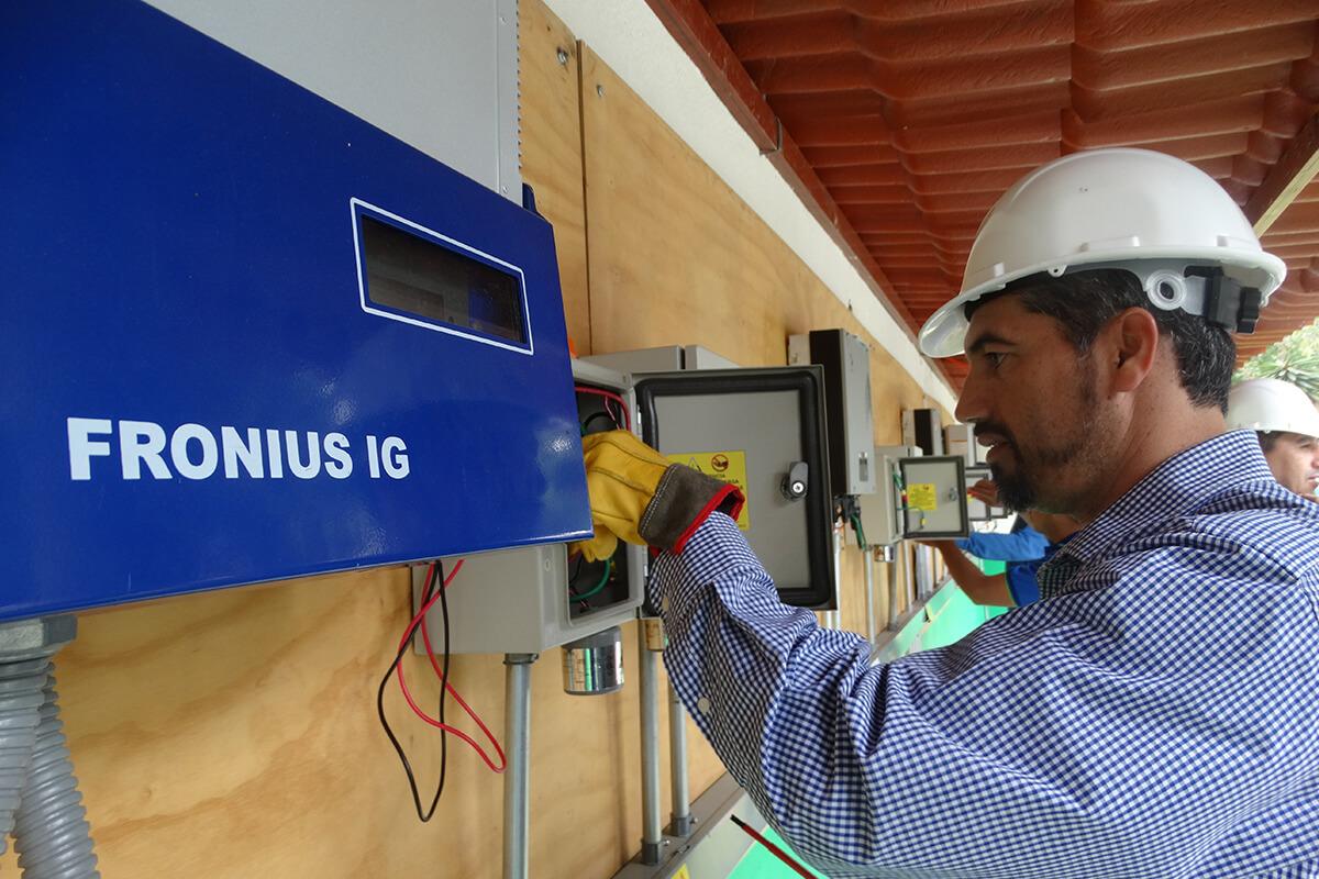 Aprende con la asistencia del mejor equipo de capacitadores en energías alternas