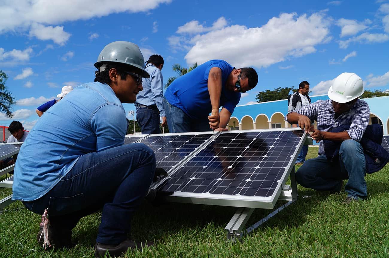 Crea una red de contactos con proveedores, fabricantes y demás profesionales de la industria solar